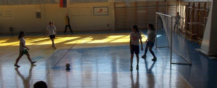 Srednjoškolke prve u malom fudbalu na regionalnom takmičenju