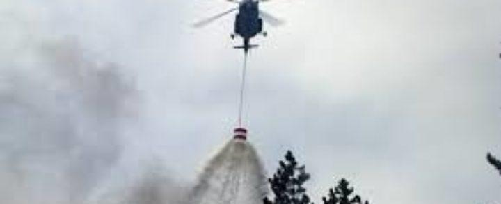 Helikopter gasi požar
