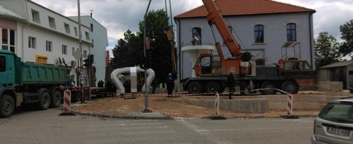 Postavljanje spomenika poginulim borcima u Gacku